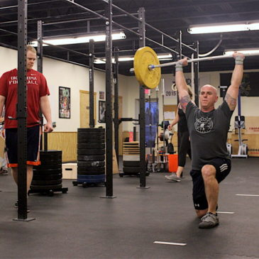 Tim overhead lunges during the 1700 group WOD.
