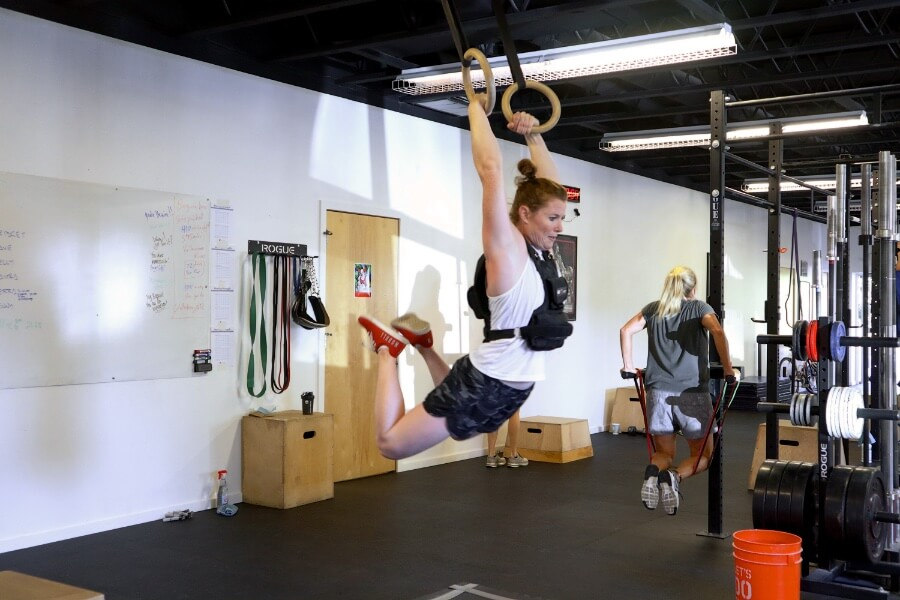 Kate kipping those vested muscle-ups