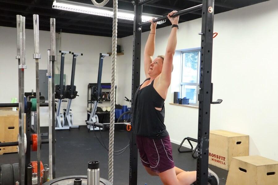 Sara kipping pull-ups